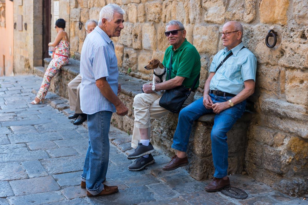 Volterra AD 1398 Festival - helyiek, akik inkább csak nézelődnek