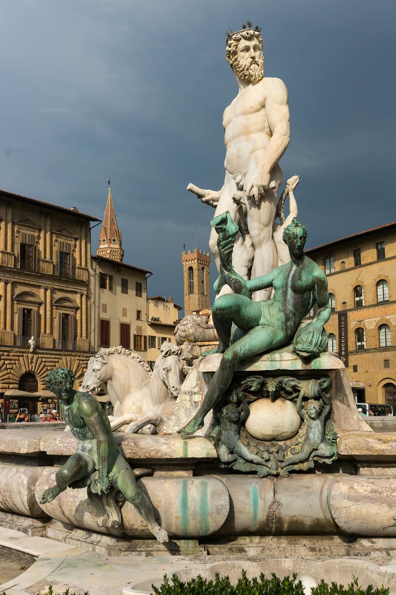 Firenze - Különleges fényviszonyok között Neptun szobra a Piazza Della Signoria-n