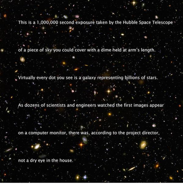 """Egy 1 000 000 másodperces záridejű fotó, az égbolt egy darabja mit eltakarhatsz egy érmével és egy szoba, ami tele van tudósokkal akik az Istent fotózzák. A szavak képeket festenek, amit a fotó nem tud. Valahogy mégis sikerül. Az örökkévalóságnak ez a képe """"a valah készített legjobb fotó""""-ként lett aposztorofálva"""