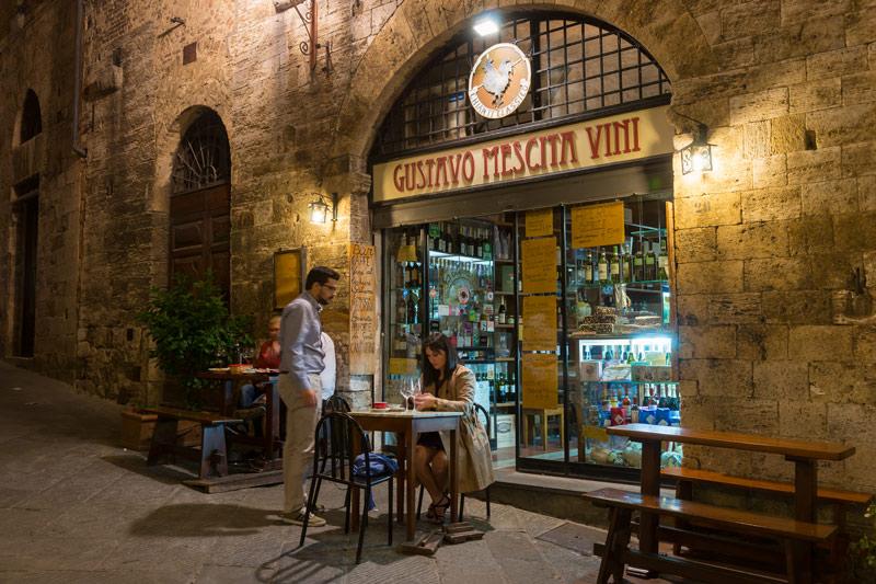 Gustavo Mescita Vini, San Gimignano főutcáján