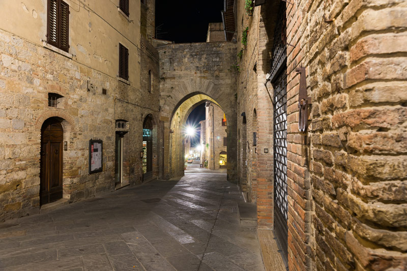 Ritka látvány: San Gimignano éjjel és turisták nélkül