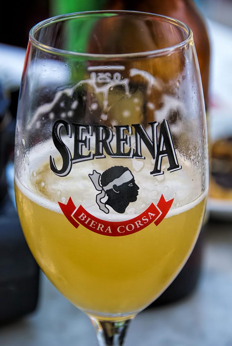 Ugyanaz az ország, ugyanaz a gyár, mégis egy teljesen más jellegű sör - ez a Serena